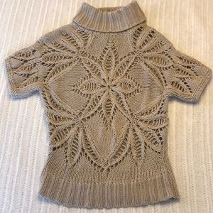 Short sleeve light taupe floral stitch sweater
